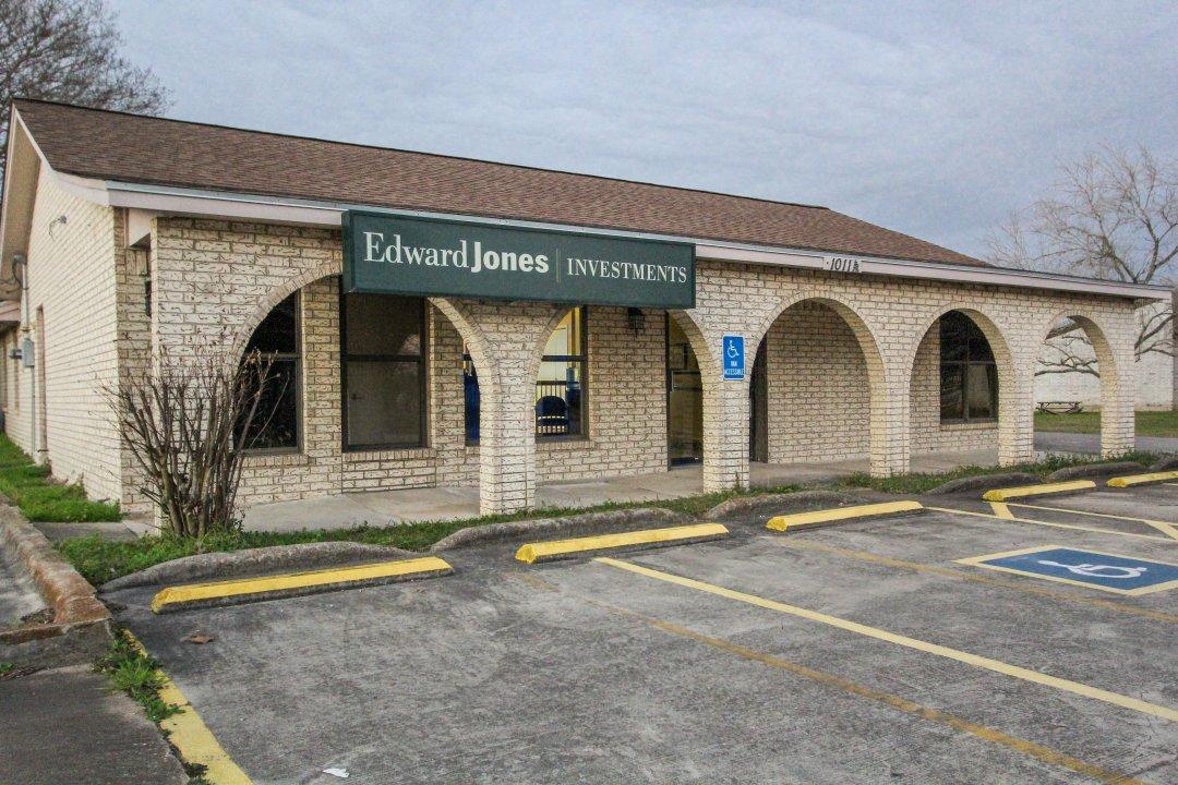 1011 W San Antonio St, Lockhart, TX 78644, Lockhart, Texas 78644
